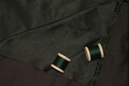 Атлас шелковый корсетный черно-зеленый