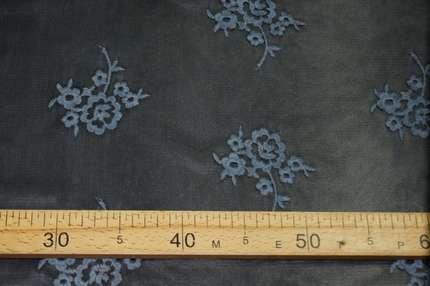 Вышивка на сетке стрейч